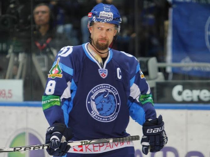 С капитанской повязкой Йере Каралахти выступал лучше, чем без нее.