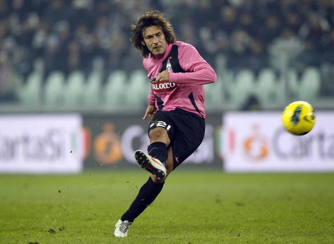 Андреа Пирло забивает первый гол за «Юве».