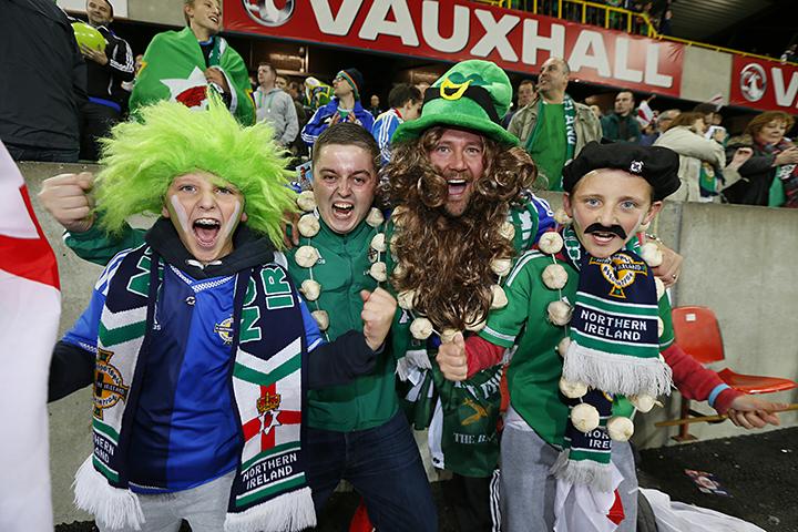 Стивен Дэвис, болельщики, сборная Северной Ирландии, фото, Джош Мадженнис, Гарет Маколи, Майкл О′Нил