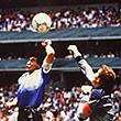 Марадона, Месси и еще 8 футболистов, забивавших рукой