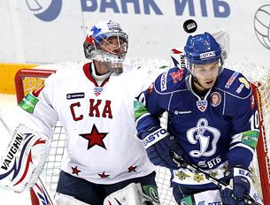 ОХК Динамо и СКА разыграют первое место в дивизионе Боброва. .