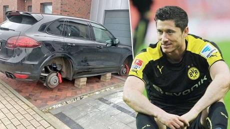 Неизвестные в Дортмунде украли 4 колеса с машины Роберта Левандовски - изображение 1