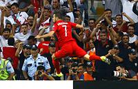 сборная Голландии, сборная Турции, фото, Огузхан Озъякуп, квалификация Евро-2016