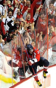 НХЛ. Овечкин повторил рекорд Бондры по количеству победных голов за «Вашингтон»