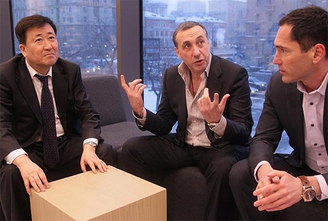 Денис Романцов спорит с Сергеем Галицким и Евгением Гинером, затевающими расширение премьер-лиги до восемнадцати команд.