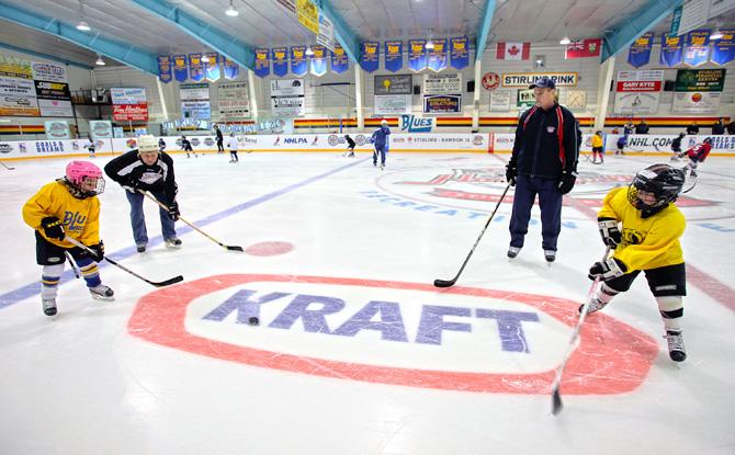 В канаде не играют в хоккей это