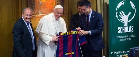 Барселона заключила партнерское соглашение с благотворительной организацией Папы Римского - изображение 1