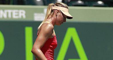 Теннисистка поправляет трусы фото 404-281