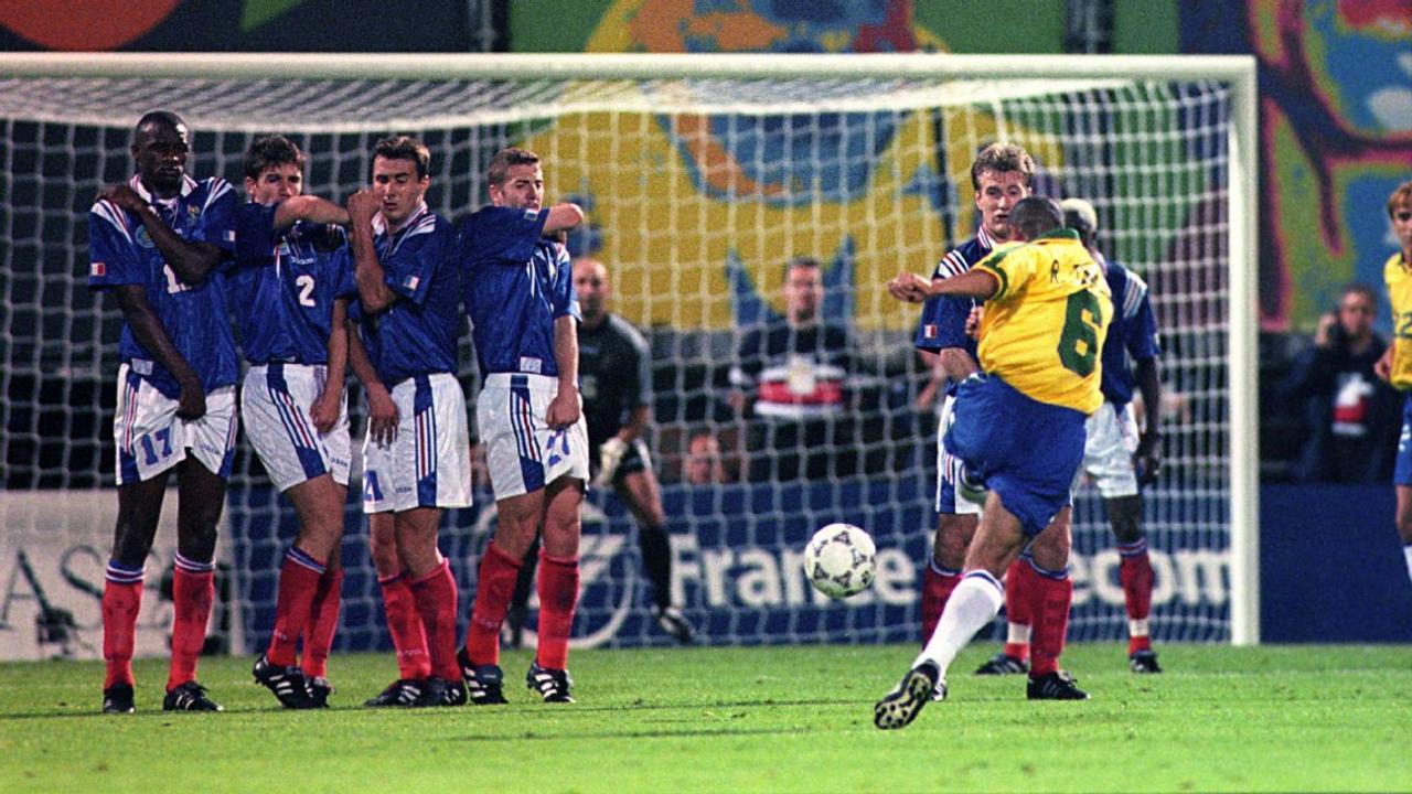Фабьен Бартез, Роберто Карлос, Сборная Франции по футболу, видео, Сборная Бразилии по футболу