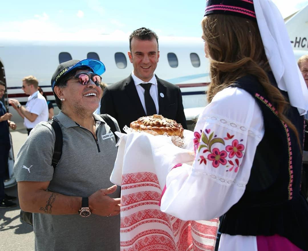 """Ровно год назад Марадона прилетел в Брест. А потом """"забил"""" на него"""