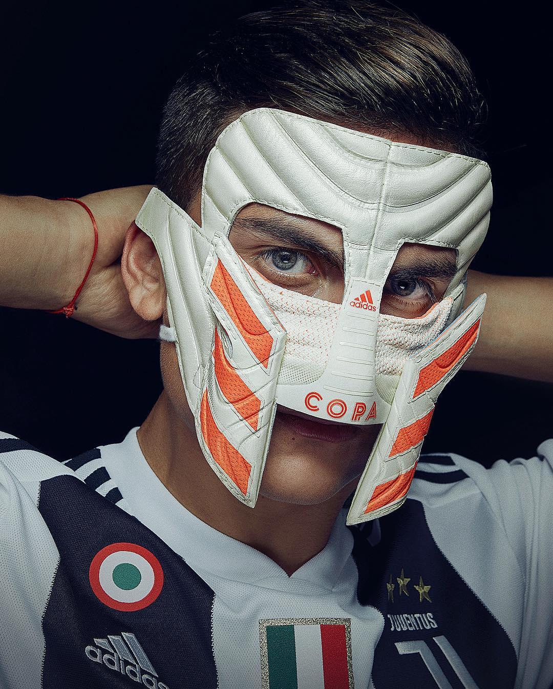 Игрок в маске в ювентусе