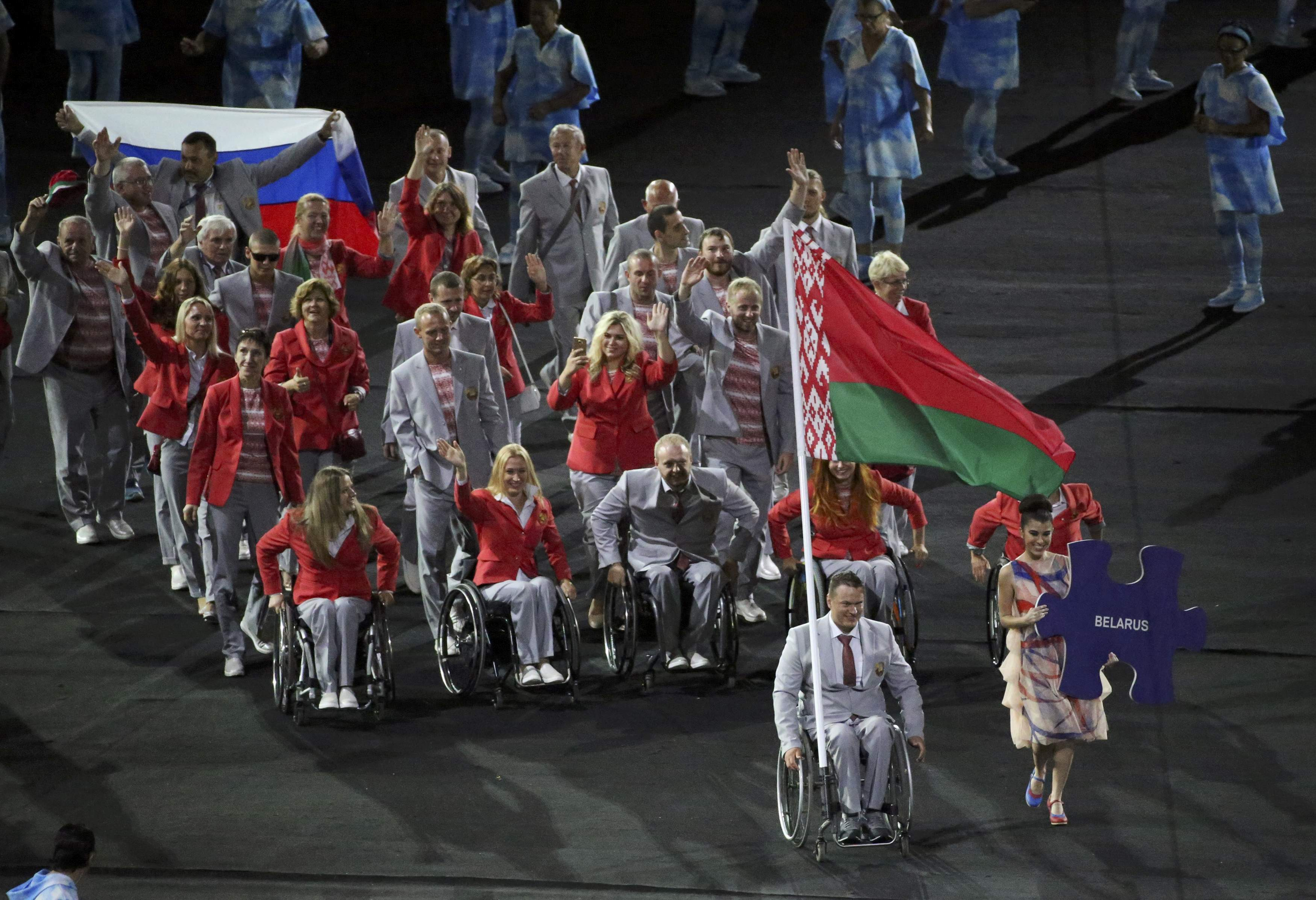 белорусы с флагом россии на паралимпиаде фото невозможно