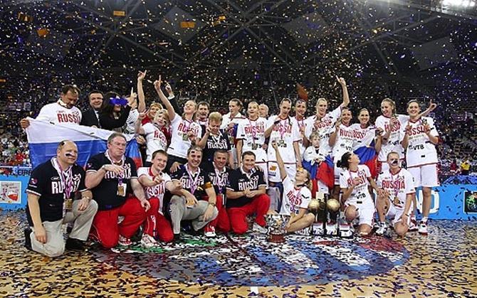 Сборная России празднует своей успех.