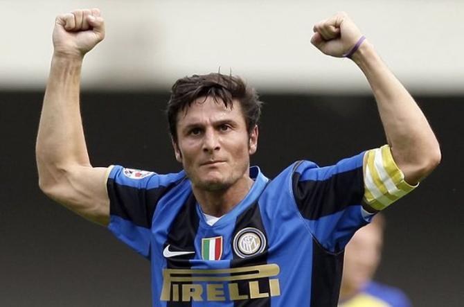 Впервые свою коллекцию капитанских повязок Хавьер Дзанетти представил после 600го матча в Серии А