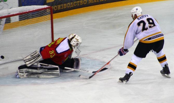 Хоккеисты «Химика-СКА» и «Лиды» устроили в Новополоцке голевую феерию