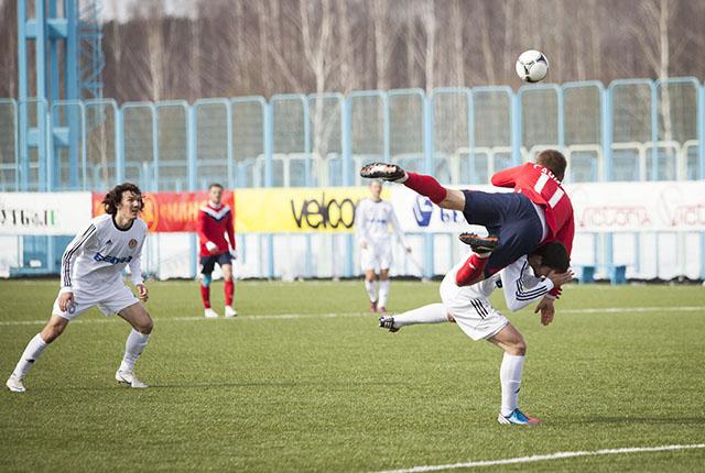 Признаться, многие  футболисты сегодня взлетали на поле.