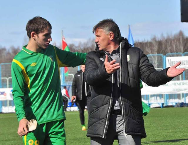 Павел Савицкий по-отечески хлопает по плечу Сергея Солодовникова и успокаивает тренера, как будто он его не в два раза младше, а наоборот.