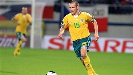 «Гомель» подписал контракт с атакующим полузащитником Витаутасом Лукшой. Срок соглашения — полтора года.
