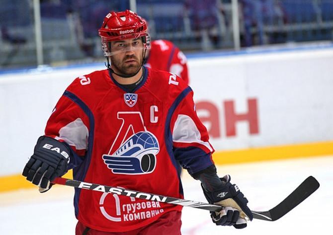 В новой команде Алексей Калюжный по традиции примерял капитанскую повязку