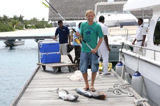 Пока КарлтонКоул готовит своего пса к Олимпиаде, Анатолий Тимощук ловит рыбу