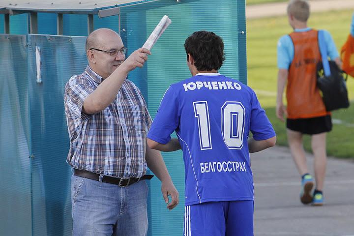 На матч пришел Георгий Кондратьев и, как видим, воспитывает своего любимца Владимира Юрченко.