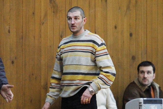 Еще в недавнем прошлом Александр Подерачев сам выходил на площадку. Правда, желание помочь команде не советом, а действием в себе до сих пор не убил