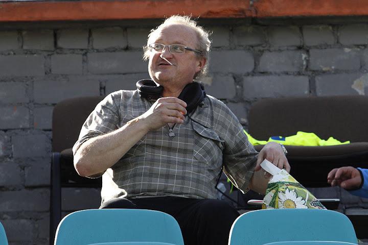Ба, Игорь Коленьков! Старый добрый «Столичный футбол» уже забывается, а Коленьков еще дает о себе знать. Вот он комментирует матч «Минск» — «Днепр».