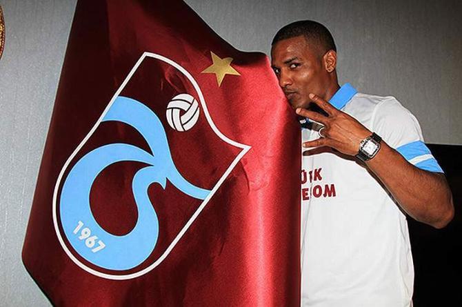После семи лет в «Челси» Флоран Малуда присягнул новому клубу.