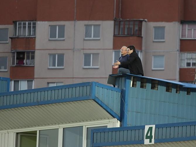 Комментатор СТВ Игорь Коленьков смотрел футбол крыши. Возможно, ему игра и понравилась