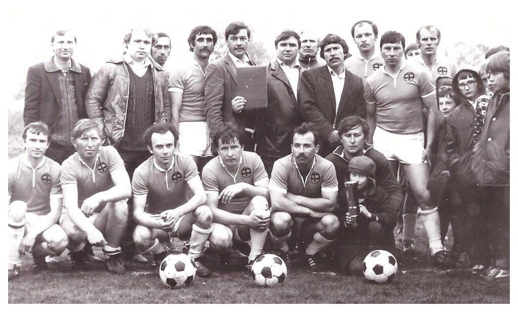 Жлобинский «Мебельщик» образца 1987 года. Аркадий Шулькин в нижнем ряду пятый слева.