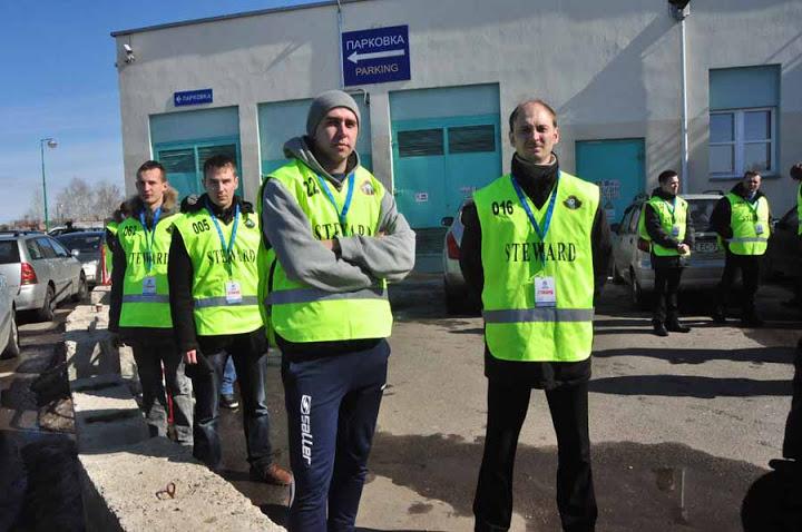 Дождались, в Минске футбол теперь активно охраняют стюарды.