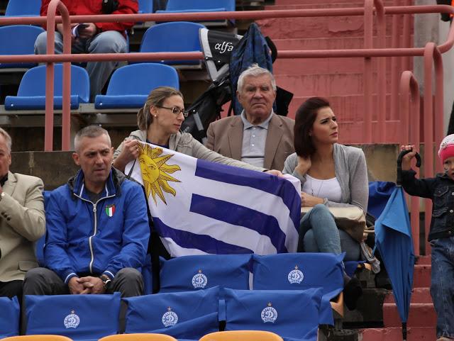 На «Тракторе» Самира и сестра Фигередо (на фото слева) обозначили себя уругвайским флагом.