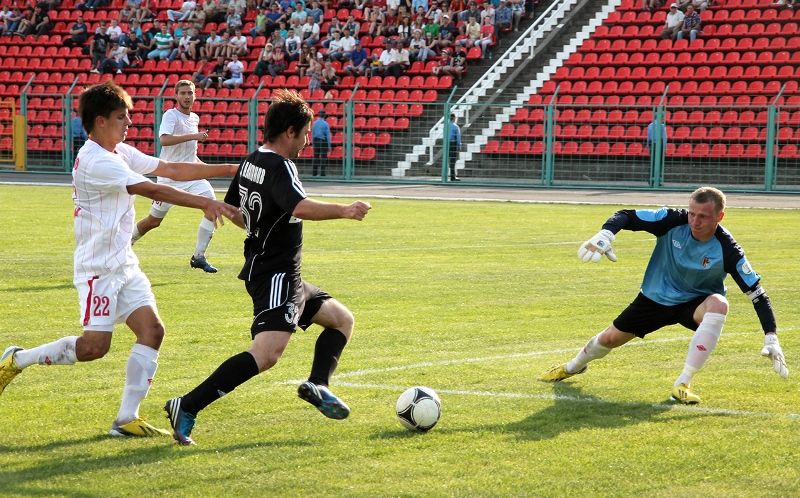 Дмитрий Платонов мало того что забил на первой минуте, так еще и три раза.