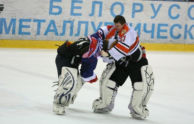 В высшей лиге чемпионата Беларуси можно увидеть даже драки вратарей.