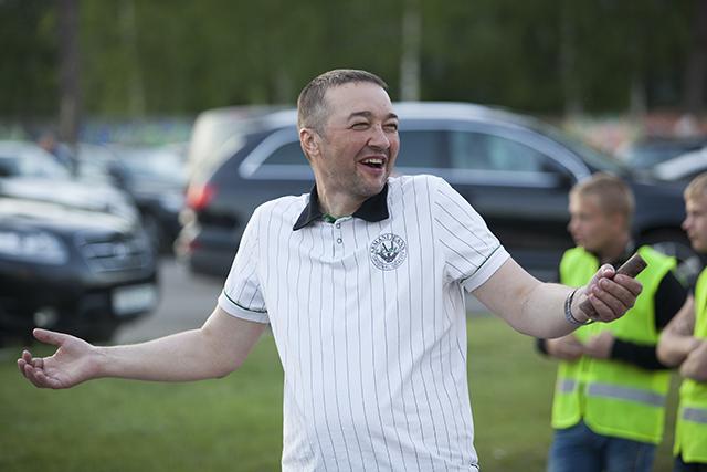 А вот Анатолий Капский искренне рад крупной победе своих любимчиков.