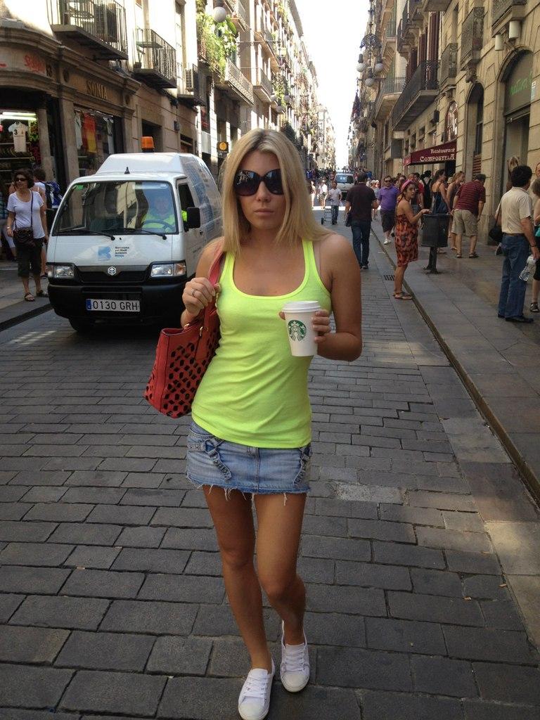 Вполне себе милое фото c кофе в Барселоне.