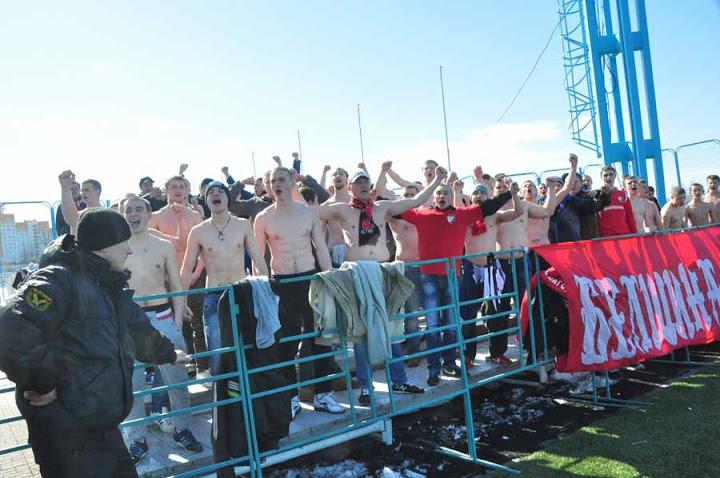 Второй домашний матч «Белшина» проводит в Минске, а не родном Бобруйске, но для активных болельщиков команды это не становится проблемой.