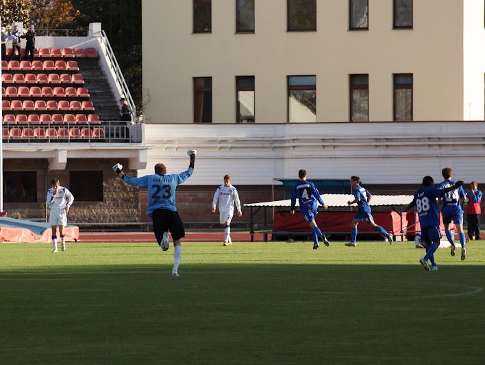 А вот так праздновался гол Владимира Хващинского, который после матча попросил прощения у болельщиков и тренерского штаба за неиспользованные моменты