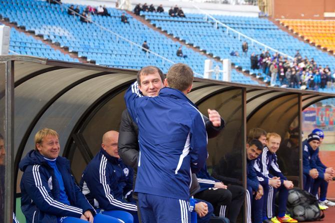 В Беларуси тренеры нечасто пожимают руки друг другу