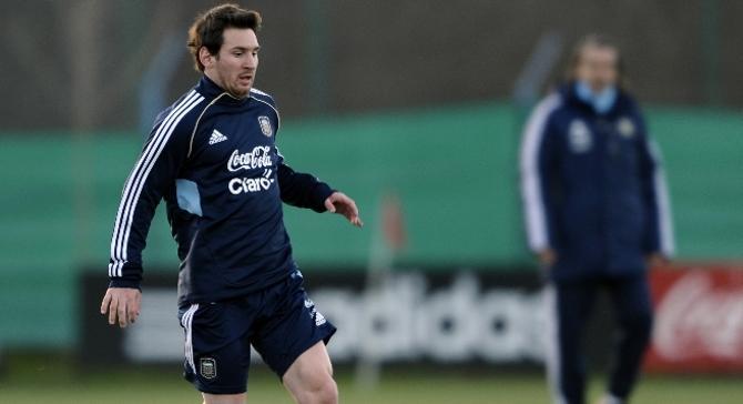 Лионель Месси не блистает и у нового тренера сборной Аргентины Серхио Батисты.