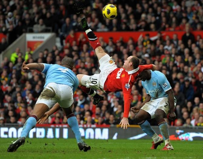 Уэйн Руни забивает тот самый свой фантастический гол в ворота