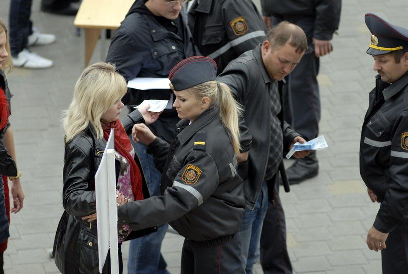 Блондинок досматривают только блондинки.