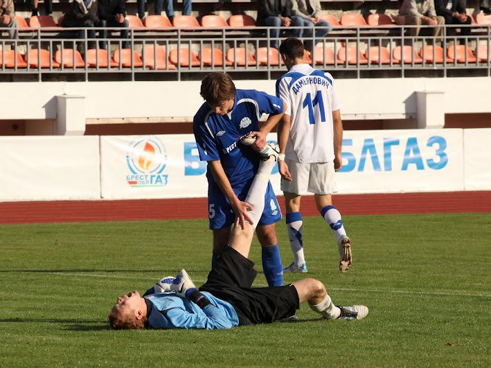 Не всем участникам матча удавалось выдерживать напряжение на протяжении всего матча