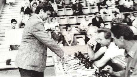 Развітанне Уладзіміра Някляева з шахматыстам і сябрам Віктарам Купрэйчыкам