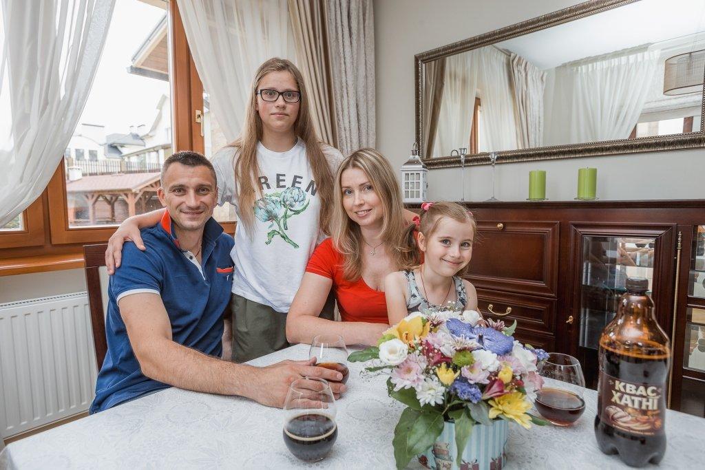 Хомутовский знакомит с семьей и объясняет, почему не остался в борисовском БАТЭ
