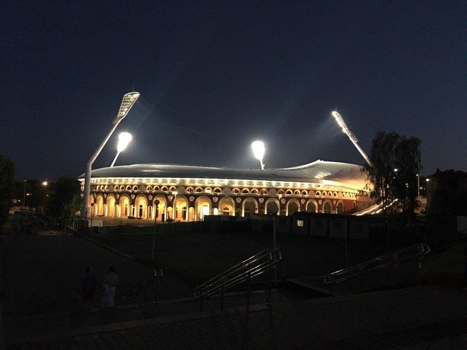 стадион Динамо Минск, бизнес