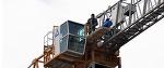 На башенный кран стадиона «Динамо» забрался витебский рабочий. Он требует выплатить ему зарплату - Люди onliner.by