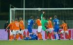 Ну действуй же, Гус! 4 проблемы сборной Голландии, которые мы увидели в игре с Исландией - Открывая Оранж - Блоги - by.tribuna.com