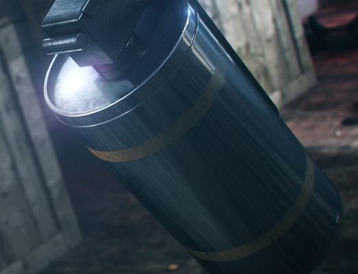 Самая полезная граната в CS:GO – дым. Закрывает обзор сопернику, тушит «молотов», помогает обезвредить бомбу