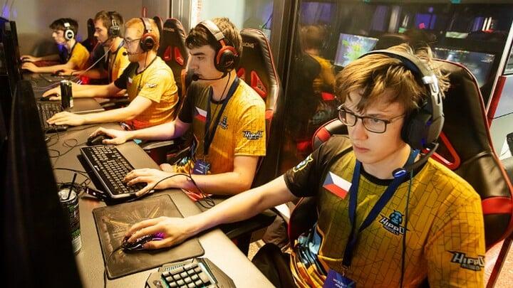 Йонас «SaberLight» Волек, Invictus Gaming, Dota 2, Dota Summit 11, World Championship, League of Legends